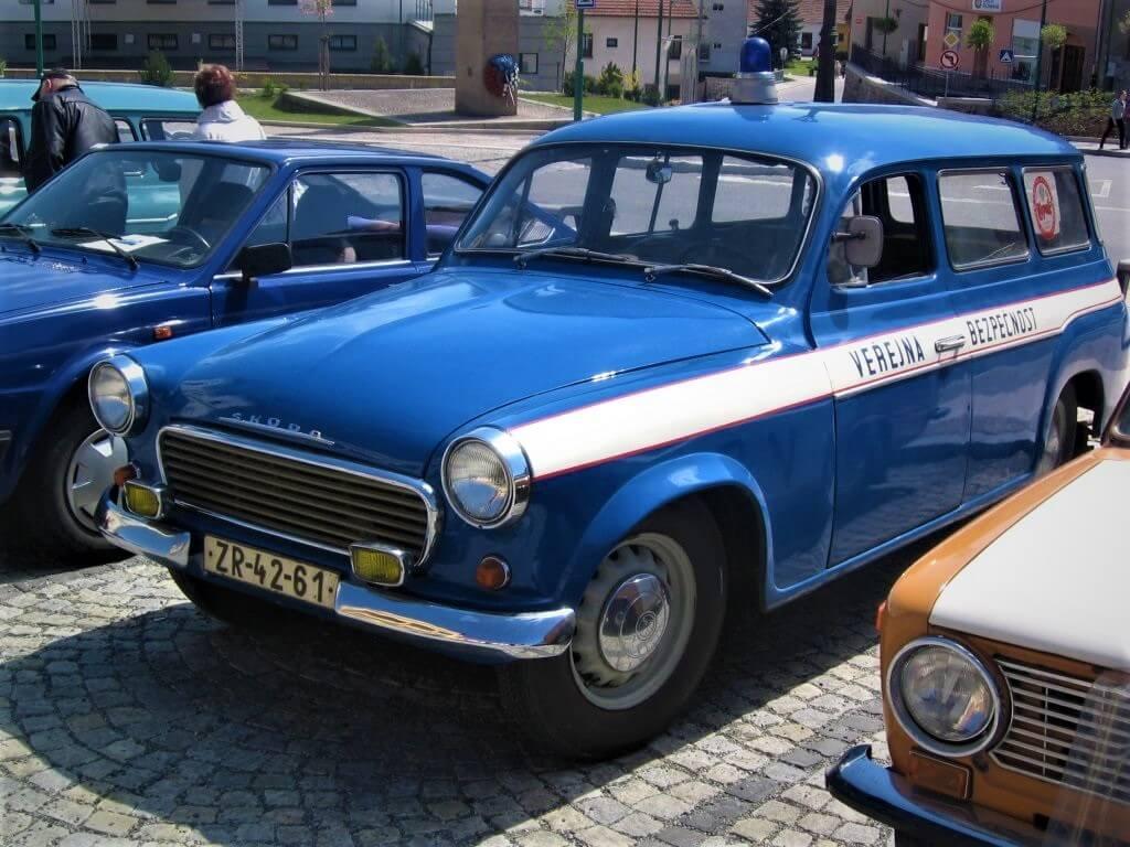 Modrý vůz veřejné bezpečnosti Škoda