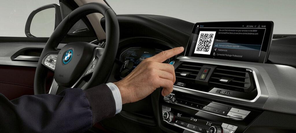 BMW iX3 ovládání interiéru