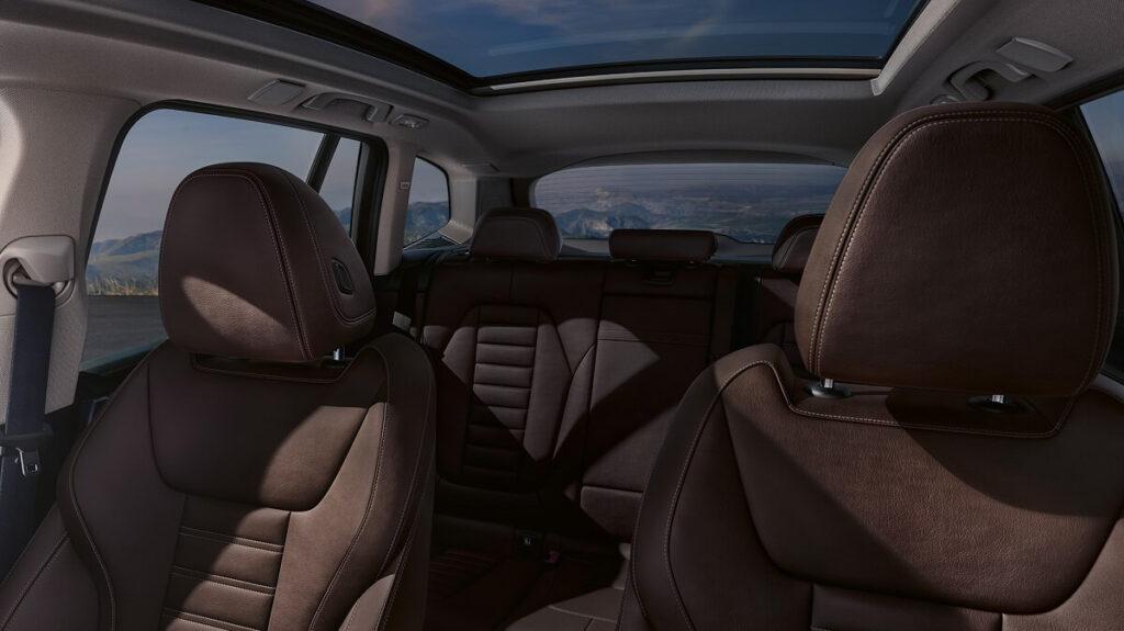 BMW iX3 sedadla v interiéru