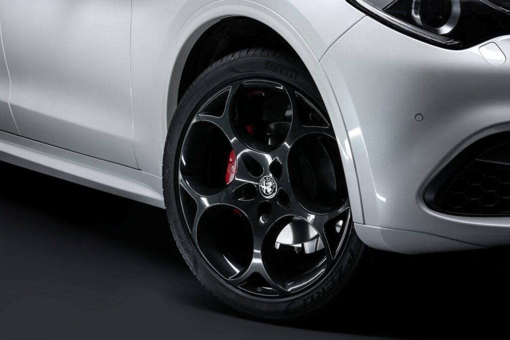 Alfa Romeo Stelvio Veloce Ti wheel live